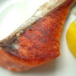 パリっと焼いた鮭皮、栄養素とカロリーは?