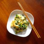 遅くなった日の簡単晩ご飯 8/18 セロリ葉の卵炒め。