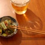 一人暮らしの晩ご飯献立 鶏もも肉のソース焼き、春菊のサラダ。