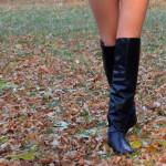 ミニマリスト女性の秋ファッション(1)スタイルよく見せてくれるパンツ。