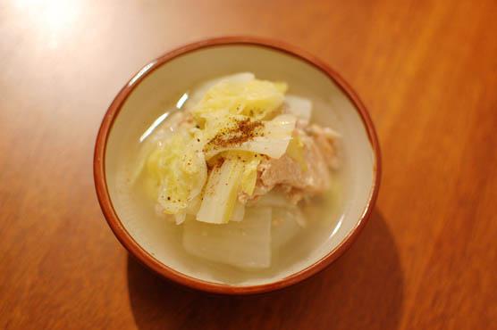 鮭中骨水煮缶と白菜の煮物