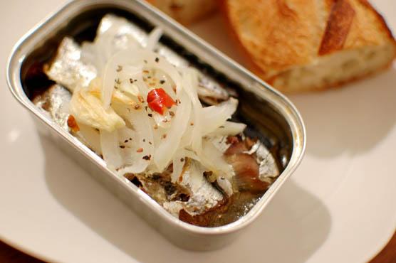 缶ごと料理するオイルサーディン レシピ