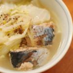 鯖缶と白菜のしょうが煮、春菊のからし和え。
