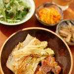 塩豚と白菜のソテー、ごぼうの黒七味醤油漬。