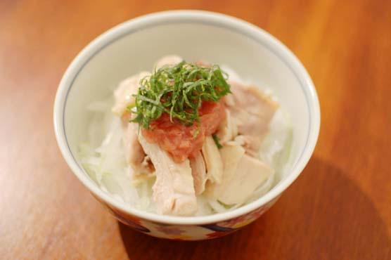 蒸し鶏梅肉タレ