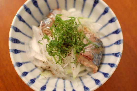 鯖と玉ねぎのサラダ