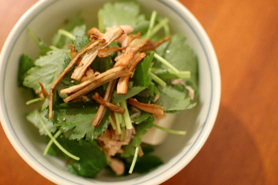 三つ葉とごぼうの豆腐サラダ