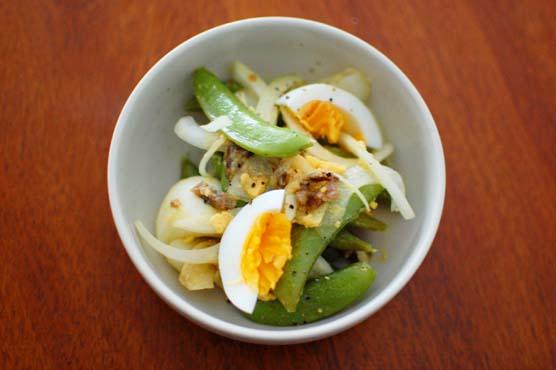 スナップえんどうと卵のサラダ