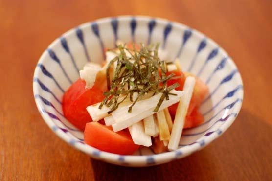 トマトと長いものわさび醤油和え