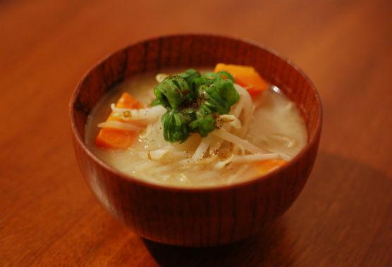 鶏出汁野菜味噌汁