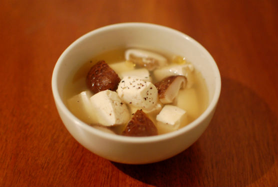 豆腐としいたけのスープ