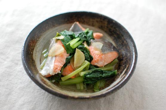 鮭と小松菜の酒蒸し