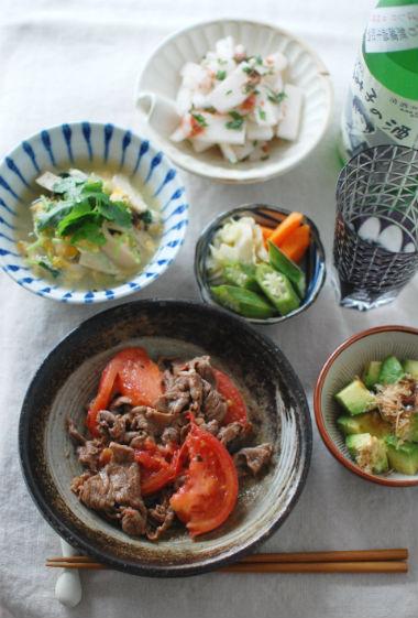 牛肉とトマトのしょうゆ炒め、きのこと三つ葉の卵とじ献立