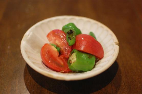 トマトと甘長のサラダ