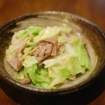 塩豚とキャベツの炒めもの、蕪の梅サラダ献立。