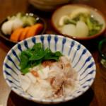 豚肉と長芋の梅和え、葱のスープ献立。
