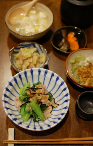 豚肉と小松菜のおろし煮、蒸しなすの揚げ玉和え献立