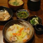 鶏もも肉と白菜のうま煮、えのきの味噌汁献立。