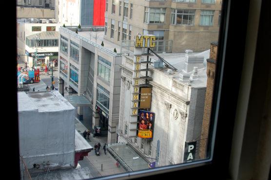 NY ホテルエジソン窓からの景色