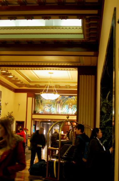 NY ホテルエジソン フロント
