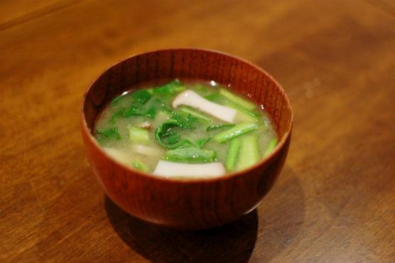 蕪の葉とエリンギの味噌汁