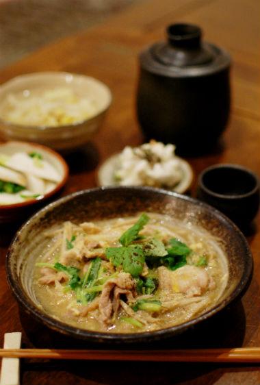 豚とごぼうの柳川煮、蕪の梅和えで晩酌。