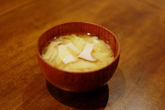 春キャベツとエリンギの味噌汁