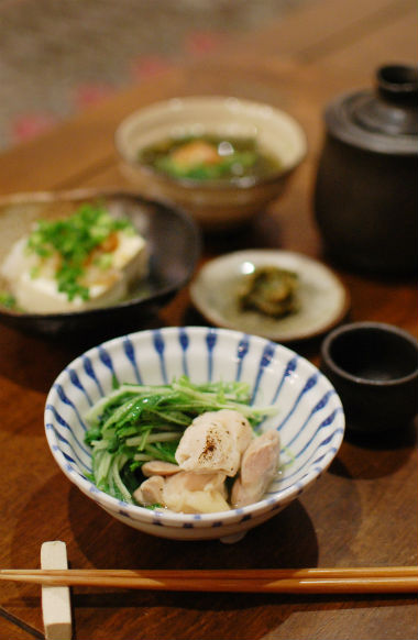鶏もも肉と水菜の酒蒸し、蕗味噌で晩酌。