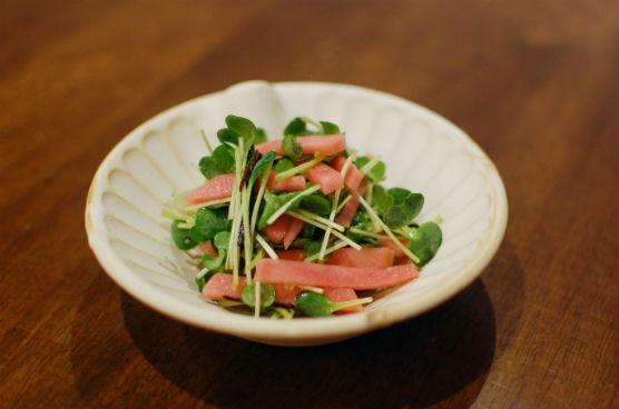 紅芯大根と貝割れのサラダ