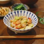 海老とそら豆の塩炒め、にらのからし和え献立。