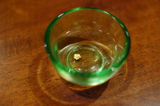 賀茂鶴ゴールド大吟醸 桜の金箔