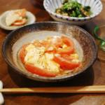 トマトと卵の炒めもの、わかめ納豆献立。