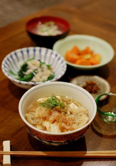 潮汁、えのきあんかけ豆腐献立。