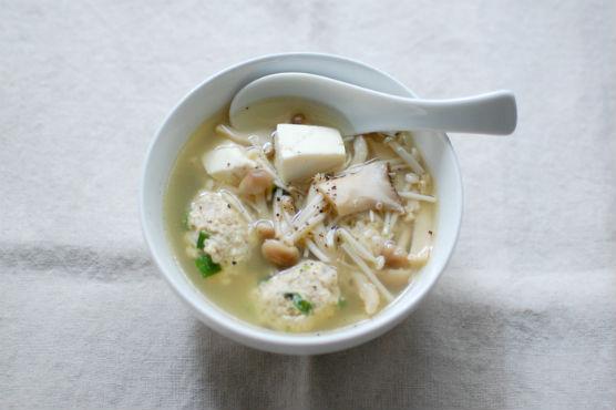 鶏団子ときのこのスープ