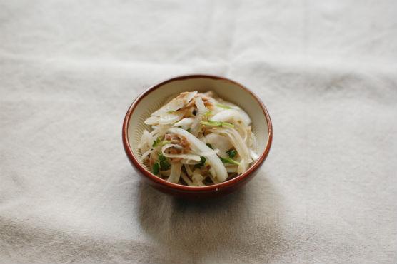 新玉ねぎとツナのサラダ