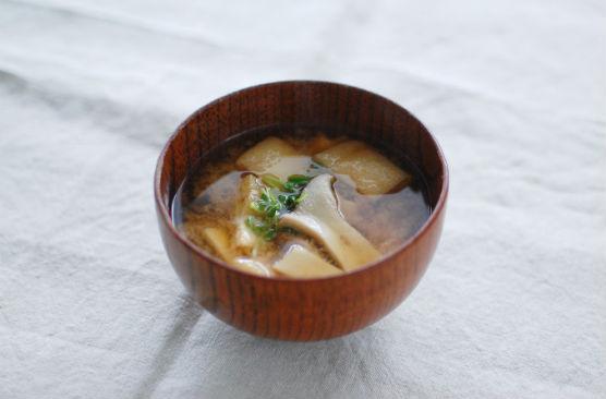 油揚げとエリンギの味噌汁