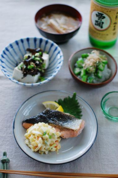 秋鮭の和風タルタルソース添え、きくらげ豆腐献立。