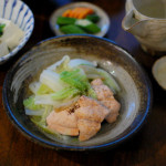 秋鮭と白菜のしょうが蒸し、にら奴で家飲み。