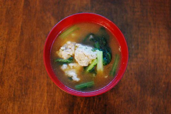 肉団子と蕪の味噌汁