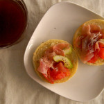 簡単朝ごはん 7/16  生ハムとトマトのマフィン。