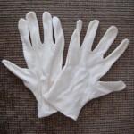 手湿疹治療に、綿手袋を追加。