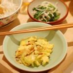 家飲み献立 9/18 三つ葉のサラダ、ザーサイ蒸し鶏など5品。