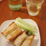 家飲み献立 10/11 パンにぶどう酒。