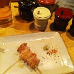 白金高輪「酉玉」鶏のあちこちを串で楽しむ。