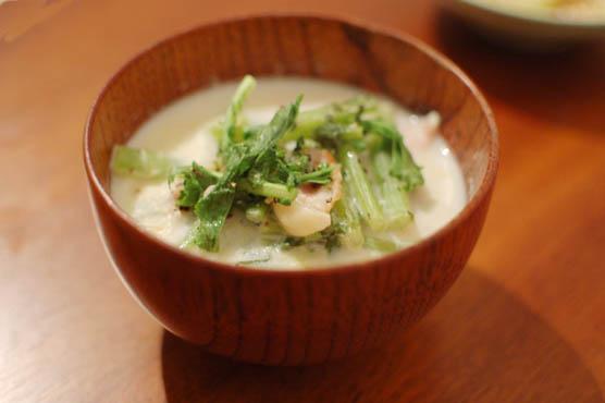 大根葉とベーコンの豆乳スープ