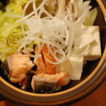 キャベツと塩鮭の昆布蒸し鍋で家飲み一人鍋。