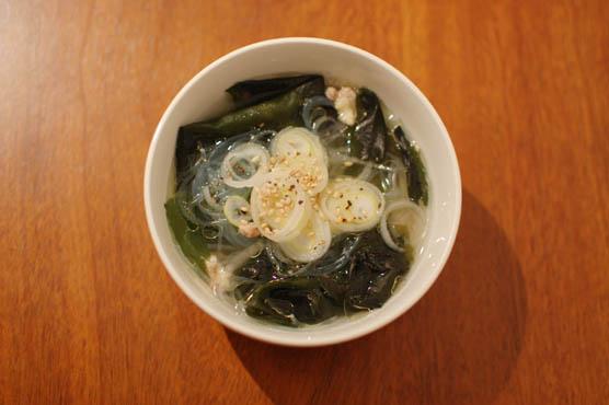 せせりで出汁をとったわかめスープ レシピ