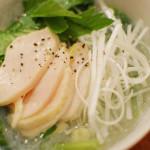 一人暮らしの夜ご飯 2/22 鶏出汁春雨、キャベツと海苔のサラダ。