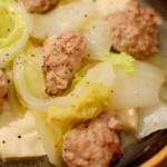 肉団子と白菜の蒸し鍋で家飲み。