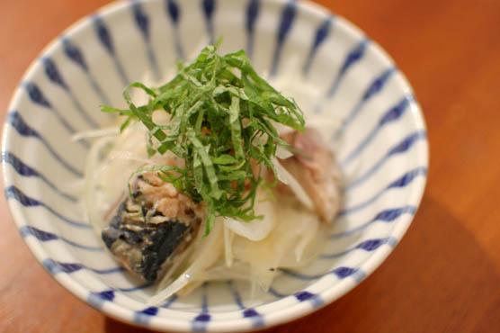 鯖缶と玉ねぎのサラダ レシピ